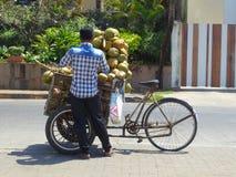 椰子卖主在Bandra孟买印度 免版税图库摄影