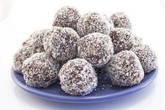 椰子和巧克力球  免版税库存图片