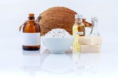 椰子精油自然温泉成份为洗刷, massag 库存图片