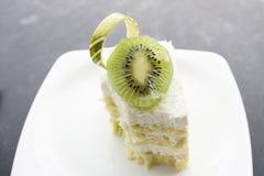 椰子蛋糕和猕猴桃 库存图片
