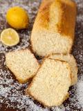 椰子蛋糕用柠檬糖浆 库存图片