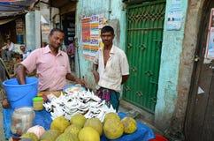 椰子食物立场在达卡 免版税库存照片