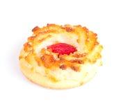 椰子饼干用在白色隔绝的樱桃果酱 库存图片