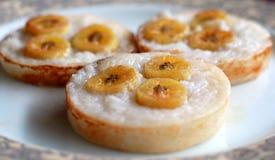 椰子香蕉蛋糕 免版税库存照片