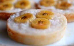 椰子香蕉蛋糕 免版税库存图片