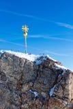 楚格峰山顶十字架 免版税库存图片