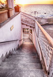 楼下到由海岛坐骨的海,意大利 库存照片