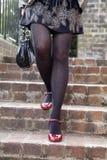 楼下红色穿上鞋子台阶对走 免版税库存图片