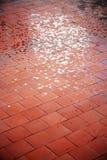 楼层红色铺磁砖了 免版税库存照片