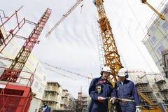楼房建筑行业工作者 库存图片