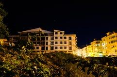 楼房建筑晚上站点 库存图片