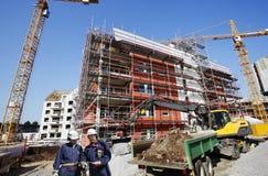 楼房建筑行业工作者 免版税图库摄影
