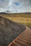 楼梯下降入Snaefellsjokull国家公园在冰岛 库存图片