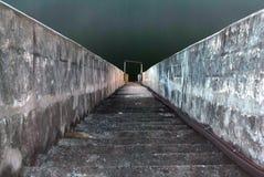 楼梯向河 库存图片