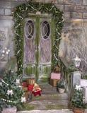 楼梯和门廊与圣诞节装饰 免版税库存照片
