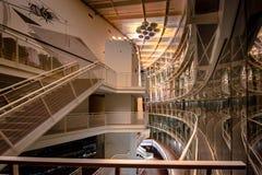 楼梯在一个现代音乐厅里在拉脱维亚 免版税图库摄影
