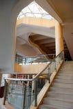 楼梯在旅馆里 免版税库存照片