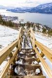 楼梯在湖Okanagan上的春天 免版税库存照片