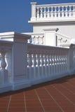 楼梯栏杆大阳台白色 免版税图库摄影
