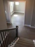 楼梯盖子地毯和空的室 库存图片