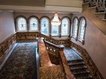楼梯间在历史的旅馆罗素,伦敦里 免版税库存图片