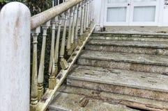 楼梯间朽烂 免版税图库摄影