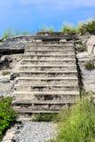 楼梯水泥和天空 免版税库存照片