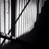 楼梯细长立柱的阴影 库存照片