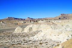 楼梯Escalante : >White岩石< landscape=''></t29129994>  <d29129994><p>豪华楼梯Escalante国家历史文物位于南犹他。 这是白色岩石地区的横向照片在教会井附近; 不祥在更距离,流域(荒地)的形成可视 库存图片