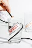 概念信息泄漏的秘密 免版税图库摄影