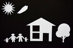 概念图象做您一个房子 家庭纸裁减与房子和树的 库存图片