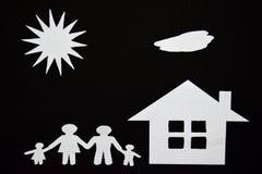 概念图象做您一个房子 家庭纸裁减与房子和树的 免版税图库摄影