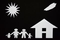 概念图象做您一个房子 家庭纸裁减与房子和树的 库存照片