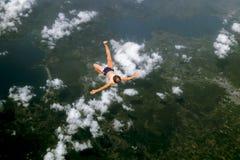 概念图象说明男孩的秋天到天空里 库存图片