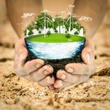 概念地球新鲜的地球草绿色行星 风轮机干净的自然生态环境 库存图片