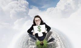 概念庄园房子货币实际反映 库存照片