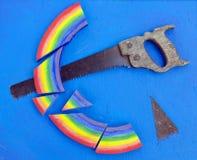 概念彩虹剪切用现有量看到了蓝色背景 图库摄影