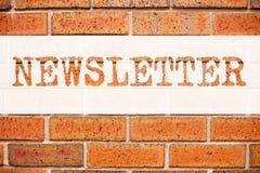 概念性公告文本说明启发陈列订阅时事通讯 互联网网上通信的企业概念 免版税库存照片