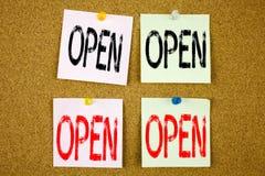 概念性商店开头的手文字文本说明启发陈列开放企业概念在五颜六色的稠粘的笔记关闭 库存图片