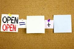 概念性在关于黄柏bac的稠粘的笔记写的商店开头的公告文本说明启发陈列开放企业概念 库存照片