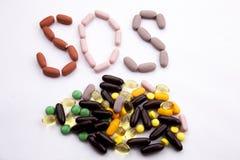 概念性手文字文本说明启发卫生保健健康概念写与药片使胶囊在w的词SOS季节服麻醉剂 库存图片