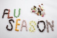 概念性手文字文本说明启发卫生保健健康概念写与药片使胶囊词在w的流感季节服麻醉剂 图库摄影
