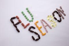 概念性手文字文本说明启发卫生保健健康概念写与药片使胶囊词在w的流感季节服麻醉剂 库存照片