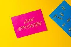 概念性手文字陈列借款申请 企业照片提供财政信息的文本文件 库存图片