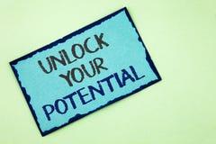 概念性手文字陈列打开您的潜力 企业照片文本显露天分开发能力展示个人技能wr 库存图片