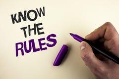 概念性手文字陈列认识规则 企业照片陈列了解期限和条件从la得到法律建议 免版税库存图片
