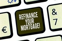 概念性手文字陈列重新贷款您的抵押 陈列企业的照片替换现有的抵押用a 库存图片
