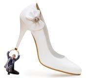 概念控制权人穿上鞋子妇女 免版税库存图片