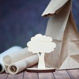 概念救球森林,树 一棵小的树的创造性的射击 免版税库存图片