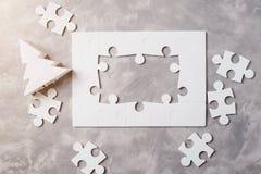 概念新年度 七巧板框架在灰色具体背景的 库存照片